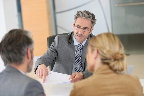 Gente en una reunión